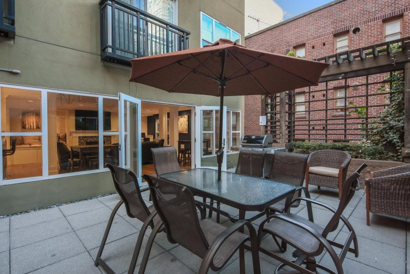 Sidney Apartments | Courtyards